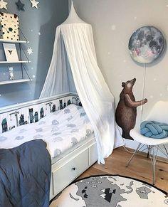 A lovely blue styled Scandinavian kids room with our Bear sticker and Sleepy moon wall lamp. We it! Picture by @tiriltherese . #hartendief #hartendieftips #kidslamp #sleepymoon #moonlamp #bearwall #bearwallsticker #kidsroomdecor #barnerominspo #kinderzimmerdeko #chambreenfant #dekoration #wohnkonfetti #nurserygift #theoriginalmoonlamp kids lamp