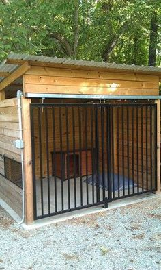 Fantastic Screen Popular Today, dogs are complete members of the family, but t… – dog kennel outdoor Dog Kennel Designs, Kennel Ideas, Dog Enclosures, Building A Dog Kennel, Dog Backyard, Dog Kennel Cover, Dog House Plans, Dog Spaces, Dog Yard
