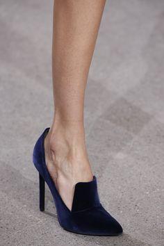 Detalles de Jason Wu Herbst 2016 Ready-to-Wear-Modenschau - Schuhe - Zapatos Jason Wu, Zapatos Shoes, Shoes Heels, Shoes Men, Louboutin Shoes, Converse Shoes, Shoes Sneakers, Men Dress, Dress Shoes