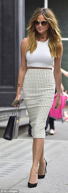 Peek-a-boo! The model and TV personality flashed her toned tummy in a white crop top paire...