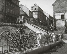 Pavol Poljak: Bratislava. Zábradlie pri Dóme sv. Martina:1940 - 1960 Bratislava, Old Photos, Louvre, Architecture, Building, Places, Photography, Travel, Nostalgia