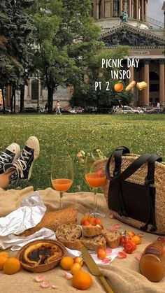Picnic Date Food, Picnic Time, Picnic Foods, Picnic Ideas, Summer Aesthetic, Aesthetic Food, Aesthetic Outfit, Beach Picnic, Summer Picnic