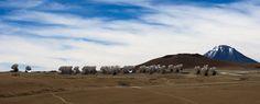 conjunto de antenas radiotelescópicas del Atacama Large Milimeter Array (ALMA) instaladas en la Cordillera de los Andes, a unos 70 kilómetros de San Pedro de Atacama en Chile.