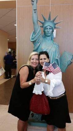 Cerimonial de Cidadania Americana com a Cobertura da Correspondente Internacional