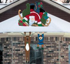 Santa Crash Woodcrafting Pattern Santa's sleigh is a wreck while an elf and reindeer hang precariously from your eavestrough! #diy #woodcraftpatterns