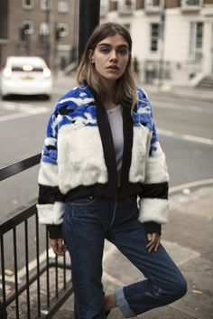 Blue, white, and black fur bomber jacket with cuffed dark wash jeans. Fur Bomber, Bomber Jacket, Mode Style, Style Me, Jacket Outfit, Looks Street Style, Inspiration Mode, Lookbook, Outfit