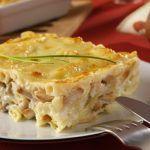Préparation : Faire cuire les pâtes.Découper le poulet en petits morceaux et le faire revenir dans une poêle avec un peu de beurre. Une fois que le poulet est bien doré, ajouter les champignons, puis la crème fraîcheLaisser réduire la sauce pendant un petit moment.Mélanger le poulet avec les pâtes ...