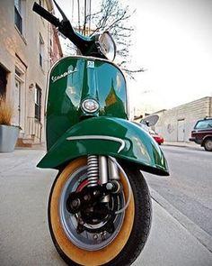 Hoy en Love vespa Vintage ⛽️ día verde! Green day #lovevespavintage #vespamania…