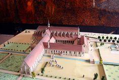 maquette van het oude klooster van Pontigny in Bourgondië Frankrijk Mansions, House Styles, Manor Houses, Villas, Mansion, Palaces, Mansion Houses, Villa