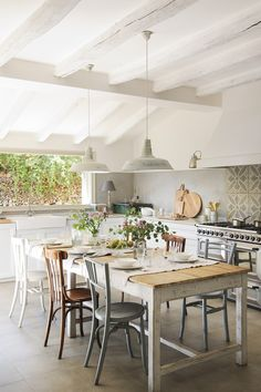 Home Decor Kitchen .Home Decor Kitchen Modern Farmhouse Kitchens, Farmhouse Kitchen Decor, Home Decor Kitchen, Interior Design Kitchen, Country Kitchen, Home Kitchens, Kitchen White, Dining Table In Kitchen, Interior Plants