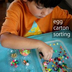 Egg Carton Sorting for Preschoolers. This simple sorting game keeps little ones busy and helps them practice their fine motor skills. It's easy to adapt this game to your child's skill level and learning goals. Preschool Centers, Preschool At Home, Preschool Science, Science For Kids, Preschool Crafts, Preschool Activities, Spring Activities, Writing Activities, Kid Crafts