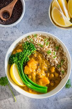 Vegan Butternut Squash Curry: This creamy vegan curry has butternut squash as its base. With chickpeas, broccolini, and rice, it makes a hearty main dish with no oil and low calories. Whole Food Recipes, Vegan Recipes, Vegan Ideas, Butternut Squash Curry, Steamed Vegetables, Veggies, Vegan Curry, Vegan Restaurants, Vegan Kitchen