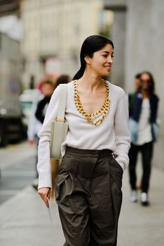 All of the Looks We Want to Wear from Milan Street Style 2020 Fashion Trends, Fashion Models, Girl Fashion, Womens Fashion, Female Fashion, Spring Street Style, Street Style Looks, Cream Suit, Cool Girl Style