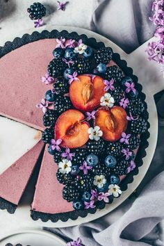 This easy vegan no-bake Blackberry Mousse Tart comes together in only 10 minutes and is so delicious! It's a simple no-bake cake made from a no-bake oreo cookie crust and creamy blackberry blueberry mousse filling. Quick Dessert Recipes, Easy Cake Recipes, Baby Food Recipes, Köstliche Desserts, Delicious Desserts, Blackberry Tart Recipes, Vegan Sweets, Food Cakes, Cheesecake Recipes