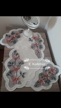 Coffee Table Runner, Table Runners, Lace Making, Bows, Embroidery, Decoration, How To Make, Scrappy Quilts, Craft