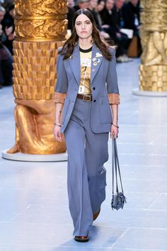 Chloé Fall 2020 Ready-to-Wear Collection - Vogue Chloe Fashion, Vogue Fashion, Fashion Week, Fashion 2020, Runway Fashion, Fashion Brands, Fashion Outfits, Paris Fashion, Fashion Clothes