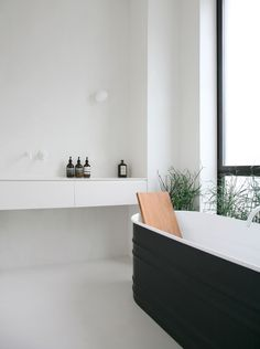Get your zen on with this minimalist bathroom design by Rue Du Japon Toulouse.