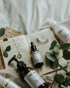 AD// Ladies, which skin care product that you can't live without? Mine would be moisturizer! I need it since I live in a cold country… - skin care Flat Lay Photography, Beauty Photography, Product Photography, Beauty Packaging, Advertising Photography, Natural Cosmetics, Organic Beauty, Diy Beauty, Moisturizer