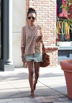 Blouse: H  | Shorts: Quiksilver  |  Bag: Miu Miu  |  Sandals: DKNY  |   Necklace + Bracelets: Alimonada  |  Shades: Ray Bans