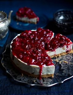This cranberry and amaretto cheesecake is a guaranteed way to impress your friends at the weekend