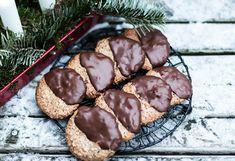 świąteczne wypieki ... błyskawiczne ciastka orzechowe na białkach...Ciastka orzechowe lekko ciągnące ciasteczka pieczone na białkach...świąteczne wypieki Sweets, Cookies, Chocolate, Blog, Christmas, Projects, Crack Crackers, Xmas, Log Projects