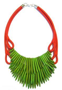 Verde e Goiaba, peruvian necklace - beautiful!