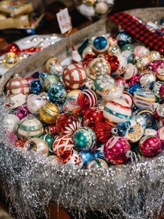Vintage Christmas Ornaments That Take Us To A Stroll Down Memory Lane 50 Antique Christmas Ornaments, Old Christmas, Old Fashioned Christmas, Vintage Ornaments, Retro Christmas, Vintage Holiday, Christmas Tree Decorations, Christmas Tree Ornaments, Christmas Holidays