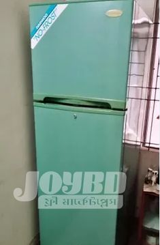 Daewoo Refrigerator (No Frost) Top Freezer Refrigerator, Home And Living, Frost, Kitchen Appliances, Online Marketplace, Diy Kitchen Appliances, Home Appliances, Kitchen Gadgets