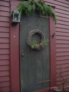 DIY Door Makeover Projects to make them look newer Primitive Christmas Decorating, Prim Christmas, Country Christmas, Simple Christmas, Winter Christmas, Christmas Time, Christmas Decorations, Holiday Decor, Cowboy Christmas