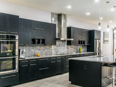 Super white marble countertops matched with dark cabinets, glass tile and stainless appliances White Quartzite Countertops, Kitchen Countertops, Granite, White Kitchen Appliances, Stainless Appliances, Free Kitchen Design, White Marble Kitchen, Kitchen Gallery, Super White