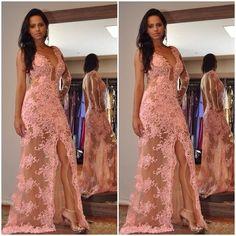 70 modelos de vestidos longos de renda lindos para festa, formatura, madrinhas e muito mais. São fotos de vestido de renda exclusivos e inspiradores.