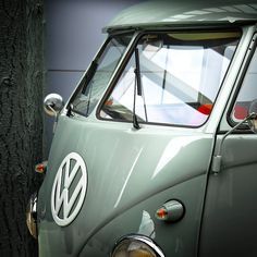 Creative Kombi, Bus, Combi, Teal, and Volkswagen image ideas & inspiration on Designspiration Volkswagen Transporter, Volkswagen Bus, Vw Camper, Transporteur Volkswagen, Vw Caravan, Vw T1, Volkswagon Van, Luxury Sports Cars, Sport Cars