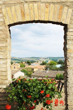 Venerdì è finalmente arrivato! E andando alla scoperta dei Borghi più belli d'Italia, oggi vi portiamo a #Corinaldo caratteristico borgo delle #Marche! Conoscete Scuretto?! ❤ Scoprilo qui: http://www.ravedoll.com/blog/corinaldo-il-borgo-d-italia-n77