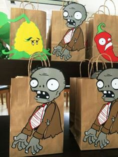 recuerdos regalos souvenirs plantas vs zombies Plants Vs Zombies, Zombies Vs, Zombie Birthday Parties, Zombie Party, 8th Birthday, Plantas Versus Zombies, P Vs Z, Hulk Party, Plant Zombie