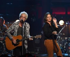 REO Speedwagon and Sara Evans (em) Sara Evans, Reo Speedwagon, Rock And Roll, Legends, Punk, Style, Swag, Rock Roll, Rock N Roll