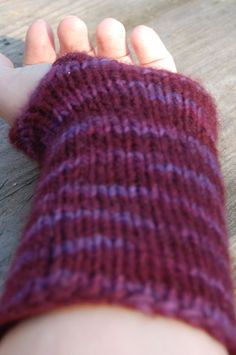 [EN] DIY: Pattern for simple knit wristwarmers - Yarn used is half a skein of Malabrigo Worsted on 6mm needles. My wrists are quite wide, but the size isn't very precise. If your wrists are very small you might have to cast on a few less stitches. Use 2 circular needles; here you can find out how. Cast on 48 st. Knit in the round 46 rows. Turn the piece around and knit back-and-forth (so no longer in the round!) in stockinette (knit 1 row, purl 1 row). Start each row (including the purl…