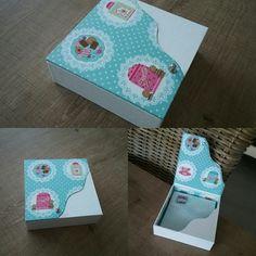 J ai réalisé  aujourd'hui cette jolie boîte à serviettes en simili mini galuchat blanc et un tissu coton de chez dotty rose. Fatima