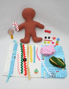 dress up gingerbread man kit: this is too cute! INSTEAD make this a gingerbread man quiet book page were you decorate the gingerbread man. Preschool Christmas, Christmas Activities, Craft Activities, Winter Christmas, Christmas Holidays, Christmas Houses, Christmas Sewing, Christmas Parties, Felt Crafts