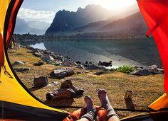Палатка с видом на горы. Оригинальные пейзажи Фанских гор от Олега Григорьева
