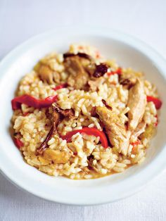 Chicken Risotto (Risotto alla sbirraglia) - The Happy Foodie Tomato Risotto, Chicken Risotto, Risotto Dishes, Risotto Recipes, Midweek Meals, Stuffed Mushrooms, Stuffed Peppers, Meal Planner, Roasted Chicken