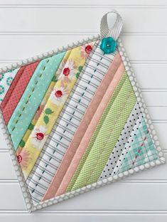 Potholder Patterns, Quilt Patterns, Sewing Patterns, Easy Sewing Projects, Quilting Projects, Sewing Crafts, Quilted Potholders, Quilted Coasters, Small Quilts