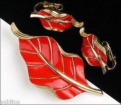 VINTAGE CROWN TRIFARI FLORAL RED ENAMEL LEAF BROOCH PIN EARRINGS SET RETRO 1960s