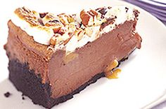 Vous raffolerez de ce gâteau au fromage au chocolat rempli de caramel et…