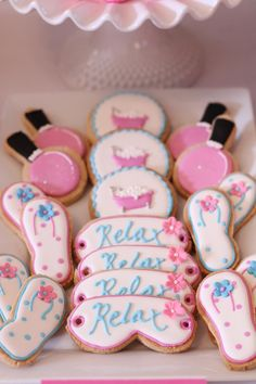 This relaxing spa birthday party, geared toward elementary aged girls, is full of dessert table idea Hotel Birthday Parties, Vintage Birthday Parties, Birthday Party Desserts, Birthday Party Decorations, Birthday Party Invitations, Party Favors, Cupcake Party, Shower Invitations, Pamper Party