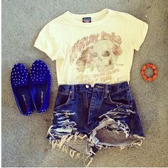 Shorts are a little too cray but cute outfit!