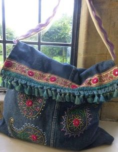 hippie bag upcycle jeans into a very hippie bag No need to go to Woodstock! Shop Shabby Shack Vintage Denim in Courtyard Antiques (formerly known as Front Porch Antiques Mall) in the Mason Antiques District. Open 7 Days, 10 A. – 6 P. Jean Purses, Purses And Bags, Diy Sac, Denim Purse, Denim Ideas, Denim Crafts, Love Jeans, Boho Bags, Recycled Denim