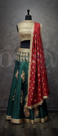 Green/Gold/Red bridal lengha Indian Wedding Outfits, Indian Outfits, Indian Attire, Indian Wear, Pakistani Dresses, Indian Dresses, Indian Look, Indian Style, Ethnic Dress