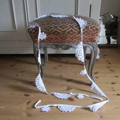 Wunderschöner Alter Hocker Barock-Stil Shabby  von Shabby Chic & Co. auf DaWanda.com
