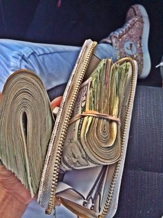 I am a rich and powerful money magnet and money flows effortlessly with abundance to me nonstop