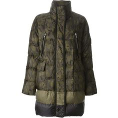Moncler Gamme Rouge camouflage print padded jacket (23.240 CZK) ❤ liked on Polyvore featuring outerwear, jackets, green, green jacket, camouflage print jacket, feather jackets, camoflauge jacket and camoflage jacket